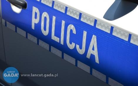 Pijany nastolatek chował się przed policją...pod kołdrą