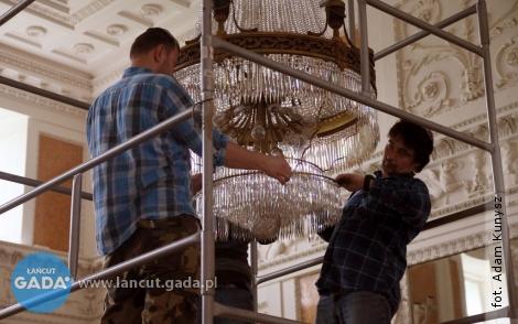 Żyrandole wsali balowej będą jak nowe
