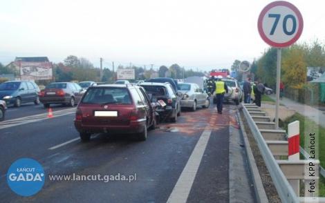 Wypadek zudziałem czterech pojazdów