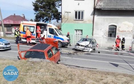 Czołowe zderzenie, ranne dwie osoby
