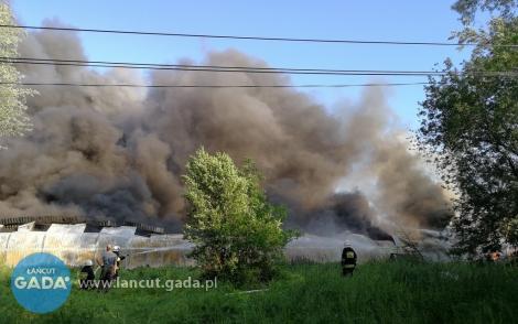 Pożar składu zoponami. Ewakuacja około 100 domostw