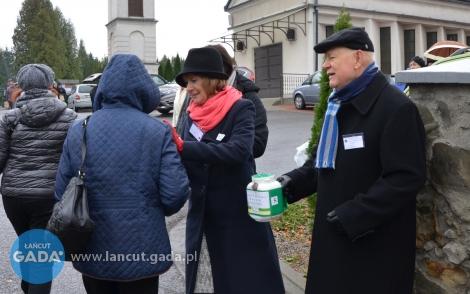 Wolontariusze na cmentarzach