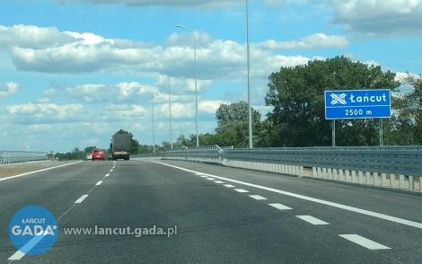 Szedł autostradą do Pragi
