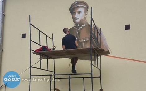 Powstaje mural płk. Leopolda Lisa-Kuli