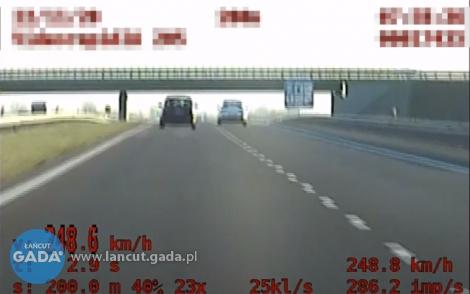 """Pod """"wpływem"""" pędził prawie 250 km/h"""