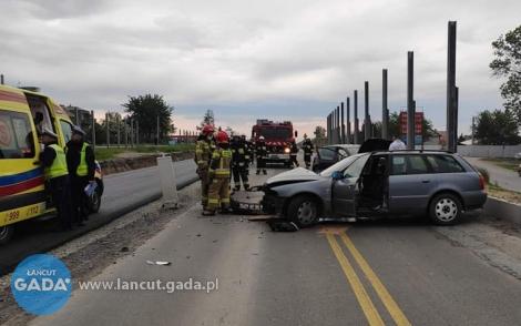 Czołowe zderzenie, dwie ranne osoby